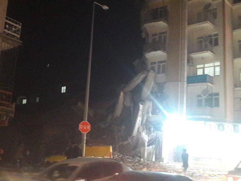 زمین لرزه ۶.۸ ریشتری شرق ترکیه را لرزاند(عکس و فیلم)