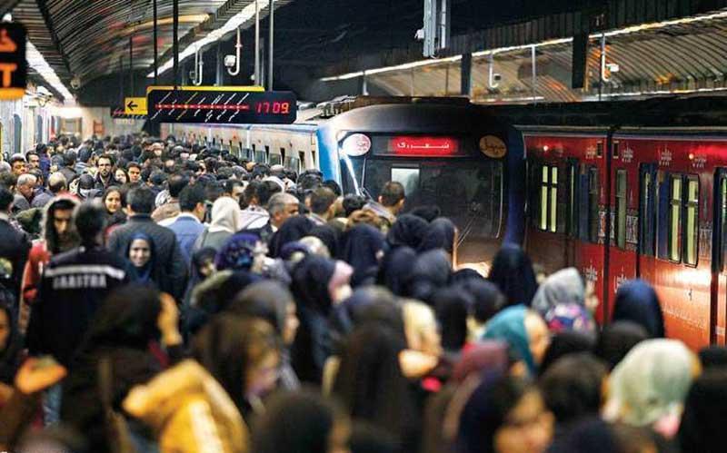معمای ریزش مسافر از مترو