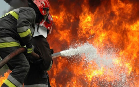 آتش سوزی انبار 4 هزار متری ضایعات پلاستیکی