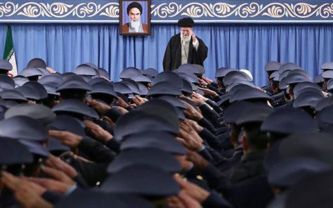 رهبر انقلاب: رژیم طاغوت از جایی ضربه خورد که انتظار آن را نداشت