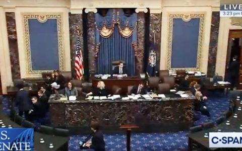 سنای آمریکا ترامپ را از 2 بند اتهامی استیضاح تبرئه کرد