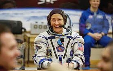 فضانورد ناسا بعد از بازگشت به زمین: حس یک کودک 2 هفتهای را داشتم