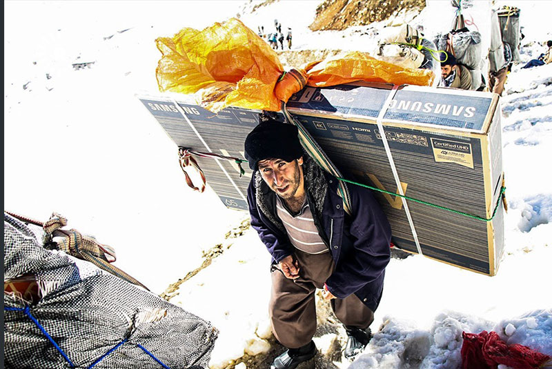 شرایط سخت کولبران کردستان در زمستان (تصاویر)