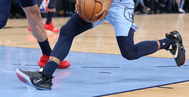 کفش بسکتبالی نایک با بندهایی که خودشان بسته میشوند