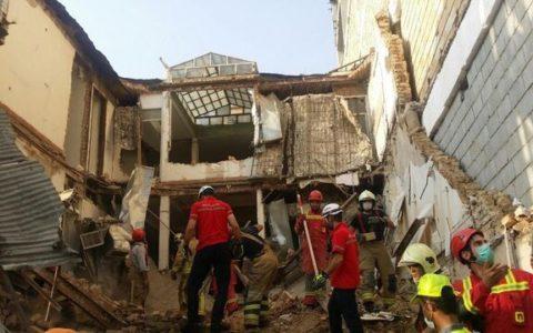 ریزش ساختمان یک فروشگاه زنجیره ای در تهران