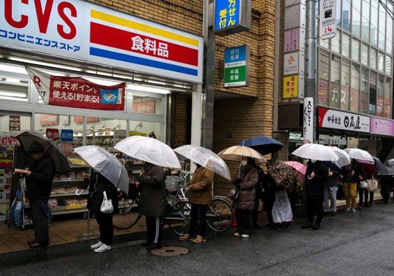 شایعه در ژاپن دستمال توالت را نایاب کرد! ( عکس)