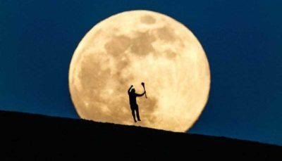 """اولین پدیده """"ابر ماه صورتی"""" در سال۲۰۲۰ (تصاویر)"""