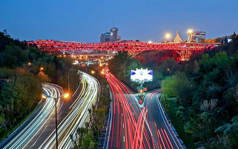 پل طبیعت قرمز شد /تصویر