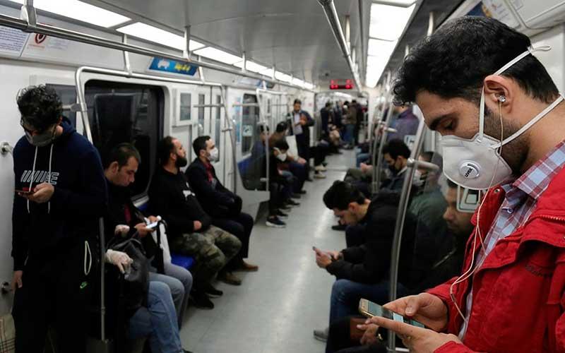 سایه سنگین کرونا بر سر مسافران مترو (تصاویر)