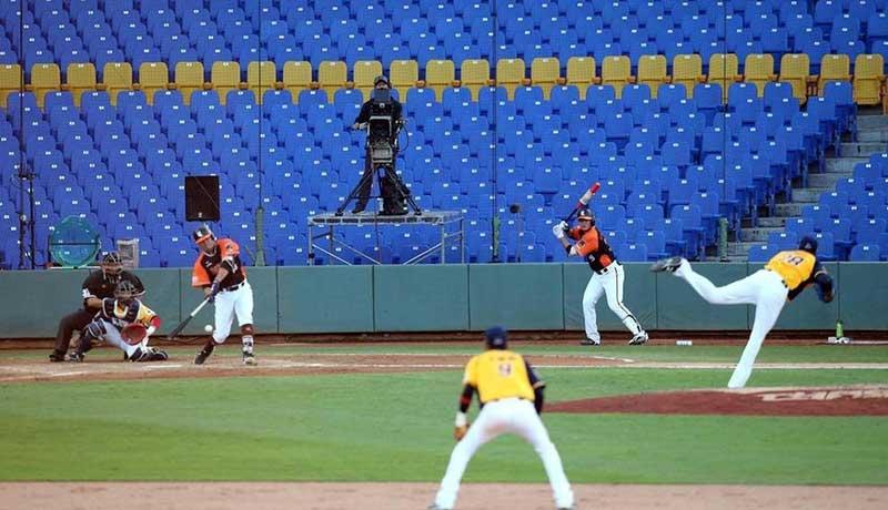 برگزاری مسابقات بیسبال با تماشاگران مصنوعی! (تصاویر)