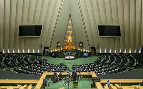 سایه «کرونا» در مراسم افتتاحیه/ فرش قرمز مجلس برای منتخبان