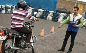 چه کسانی میتوانند گواهینامه موتور بگیرند؟/ مدارک لازم