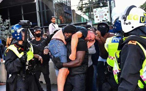 بازتاب گسترده نجات افراطگرای انگلیسی توسط یک سیاهپوست