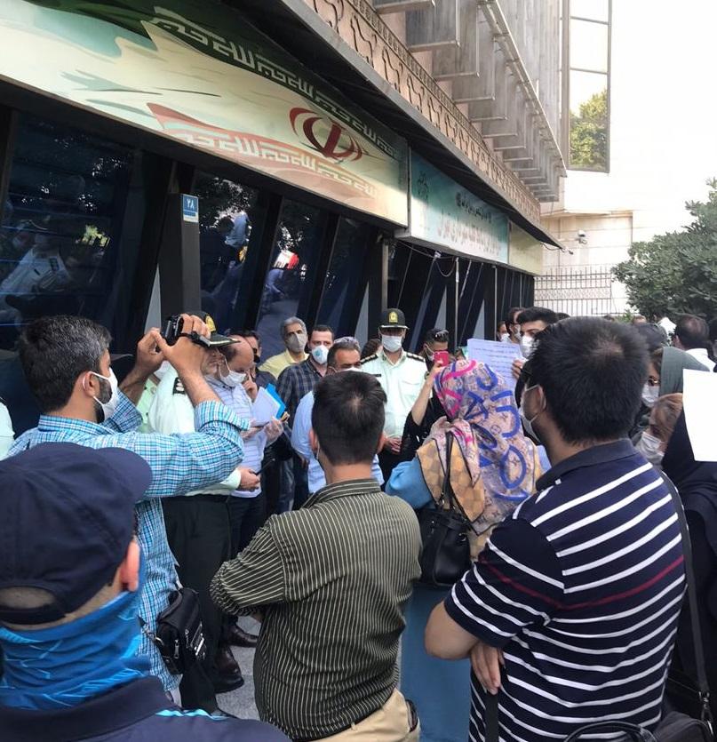 تجمع اعتراضی مقابل شهرداری تهران