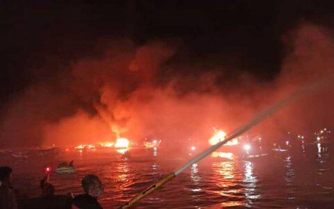 جزئیات آتشسوزی در اسکله صیادی بندر کنگ / ۷ لنج سوخت و ۱۶۰ لنج از آتشسوزی نجات یافت