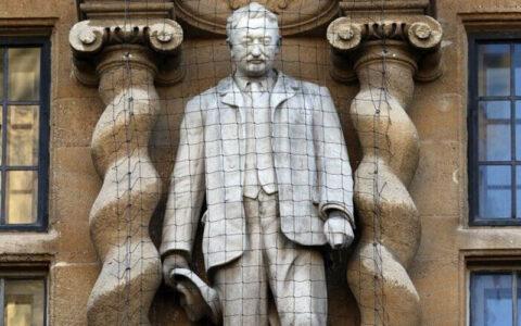 درخواست حذف مجسمه سردر دانشگاه آکسفورد به دلیل نژادپرستی