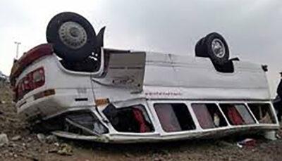 سقوط یک دستگاه مینی بوس به داخل دره حادثه آفرید
