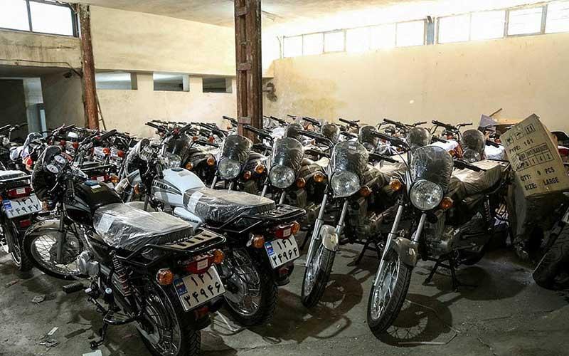 کشف موتورسیکلتهای قاچاق در تهران /تصاویر