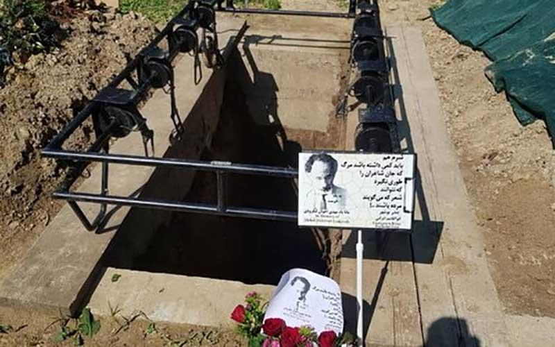 پیکر مهدی اخوان لنگرودی به خاک سپرده شد /عکس