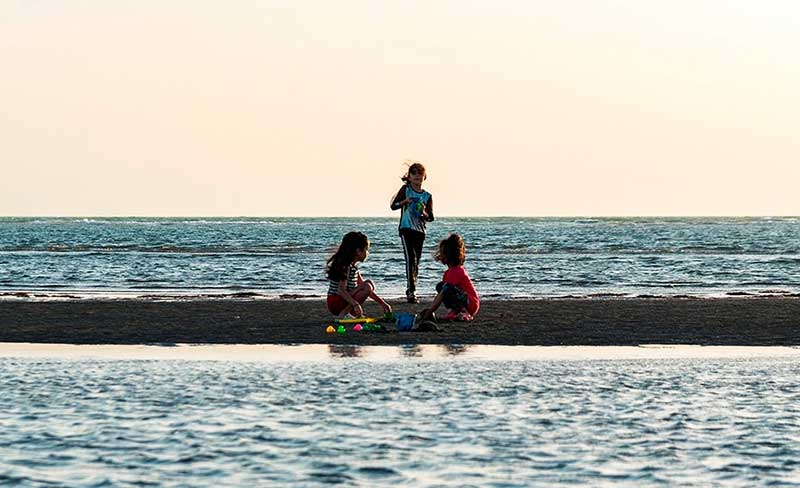 خوشگذرانی در ساحل مازندران و بوشهر /تصاویر