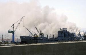 انفجار در یک فروند ناو جنگی آمریکا/۱۱ ملوان مجروح شدند