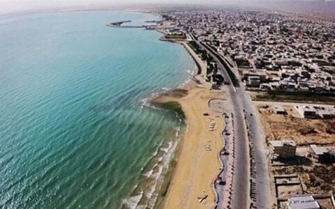 معاون وزیر کشور دوران تابلوی ساحل اختصاصی است؛ ورود ممنوع به سر آمده وزارت کشور, ساحل اختصاصی, تصرف سواحل