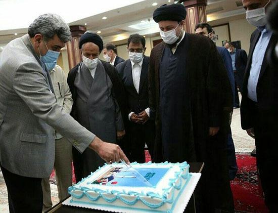 کیک خوری مدیران شهری بر سر مزار فوت شده های تهرانی؛ عزا و عروسی برای همه ممنوع است جز مدیران شهری تهران