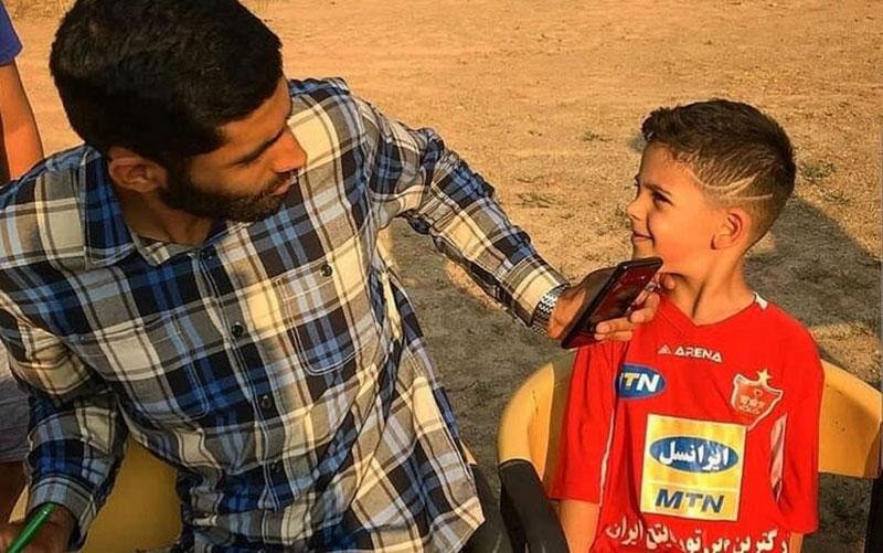 واکنش محمد انصاری به مدل موی هوادار نوجوان پرسپولیس /عکس