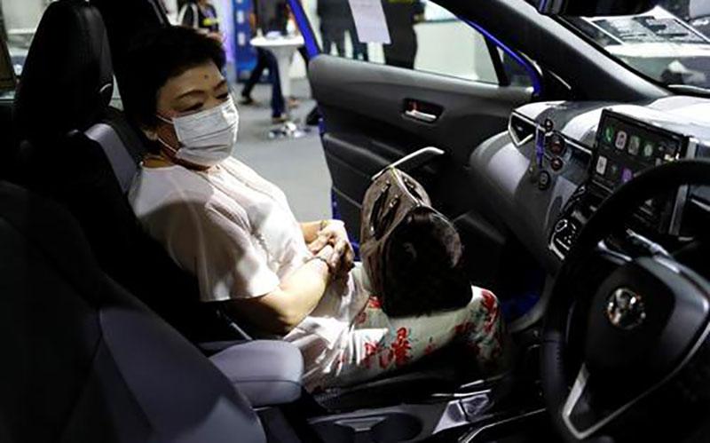 دیدنیهای امروز؛ از شوی لباس در میلان تا نمایشگاه خودرو بانکوک