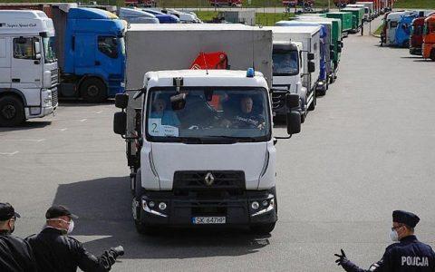 توقیف کامیونی با ۳۴ مهاجر غیرقانونی از ایران، عراق و سوریه در مرز لهستان خاورمیانه, لهستان, مهاجران, توقیف کامیون