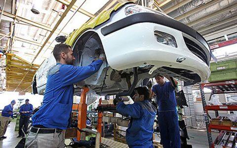 دستمزد کارگر به ریال اما قیمتگذاری به دلار/در خودروسازیها چه خبر است؟