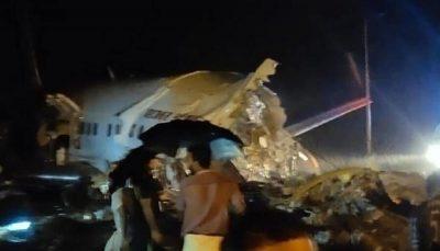 هواپیمای هندی حین فرود سقوط کرد/ تصاویر