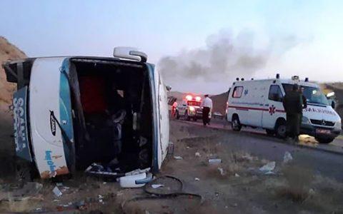 مصدومیت 11کارگر معدن در حادثه واژگونی اتوبوس
