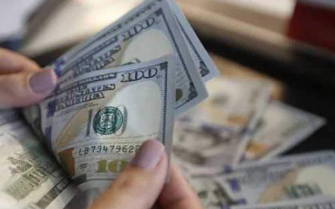 کاهش 2 هزار تومانی قیمت دلار در بازار آزاد دلار, صرافیهای بانکی