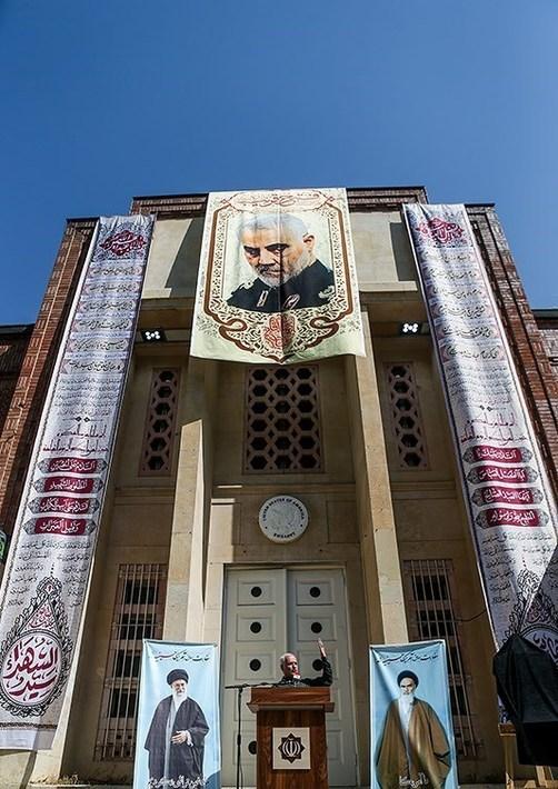 resized 738487 256 حسینیه, سفارت سابق آمریکا