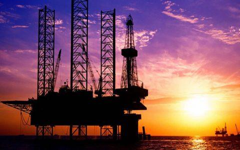 افت قیمت طلای سیاه در پی کاهش قیمت فروش نفت عربستان