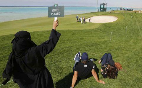 اولین مسابقه گلف زنان در عربستان سعودی/شرط: پوشیدن شلوار بلند