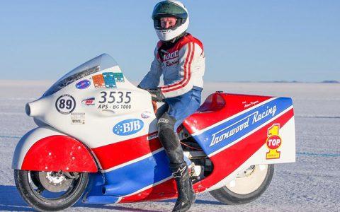 سریع ترین موتورسوار جهان در اثر جراحات وارد شده در رکوردشکنی جدید، جان باخت