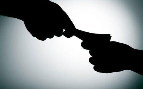 مامور راهور رشوه 100 دلاری بنز سوار را رد کرد