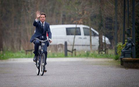 نخست وزیر هلند دوچرخه سوار میشود، چون آنجا منطقه صعب العبور ندارد نمایندگان مجلس, دناپلاس, دولت