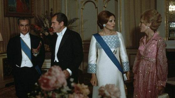 حراج لباس ابریشمی فرح پهلوی با قیمت پایه ۸۸۰۰ دلار /عکس