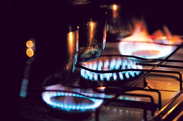 کرونا در آسیا، قیمت گاز کاهش و مصرف افزایش یافت