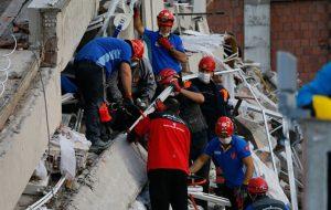 افزایش قربانیان زلزله در ترکیه به ۲۴ نفر/تعداد پسلرزهها به ۲۰۰ نزدیک شد/ تصاویر