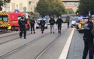 سه کشته در حمله با چاقو به کلیسای نیس فرانسه سر زن قربانی جدا شد کلیسای نیس فرانسه, حمله تروریستی