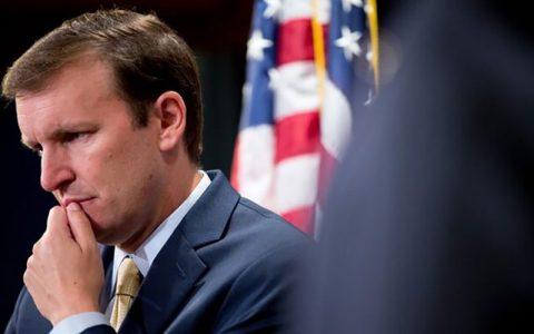 نگرانی سناتور آمریکایی از اقدام تلافی جویانه ایران در زمان بیماری ترامپ