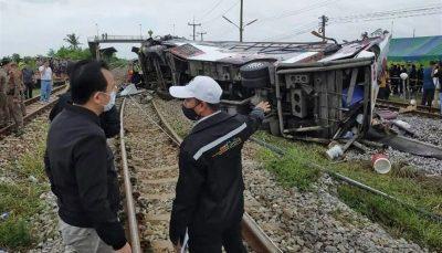 ۱۷ کشته در برخورد قطار با اتوبوس در تایلند اتوبوس, تایلند, برخورد قطار