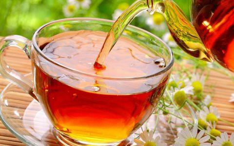 ۹ دلیل برای پرهیز از مصرف بیش از حد چای چای