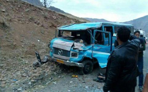 آذربایجان غربی/ ۱۱ مجروح در واژگونی مینیبوس حامل کارگران