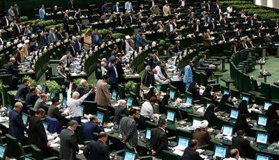 روزنامه جمهوری اسلامی خطاب به نمایندگان: دناپلاس و وام های چندصدمیلیونی تان اجازه نمی دهد مثل مدرس شوید