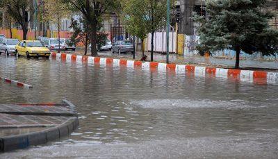 سیلاب جایگاه سوخت ورودی ایذه را زیر آب برد